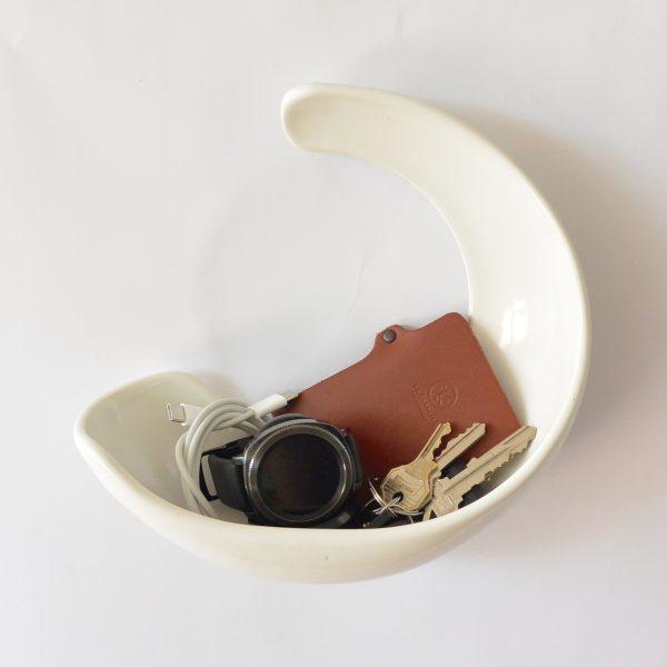 luna de ceramica marca tuio diseño mexicano contenedor de pared llaves telefono cartera