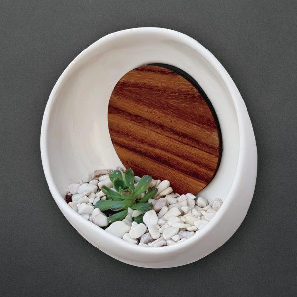 maceta de pared luna llena 22 de ceramica con madera para pared marca tuio diseño mexicano decoracion casa oficina